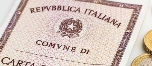 Un 52enne di Foggia ha sostituito la foto della carta di identità con un selfie: ora rischia fino a cinque anni di reclusione.