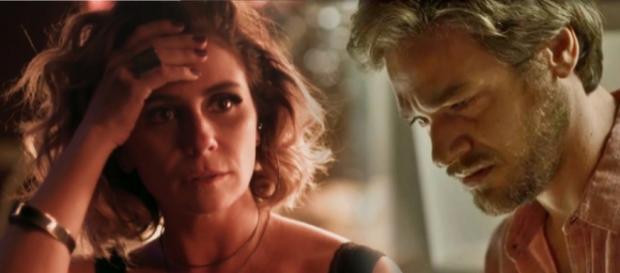 Beto se decepciona com Luzia e acredita que ela é a assassina de seu irmão