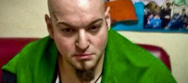 Luca Traini, dovrà rispondere di strage con l'aggravante dell'odio razziale, sei tentati omicidi, porto abusivo d'arma e danneggiamenti