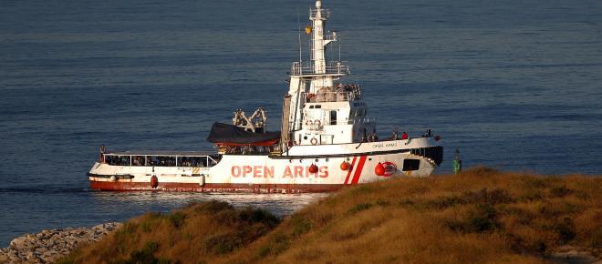 ITALIA/ 177 inmigrantes en el barco Diciotti siguen en la espera para desembarcar