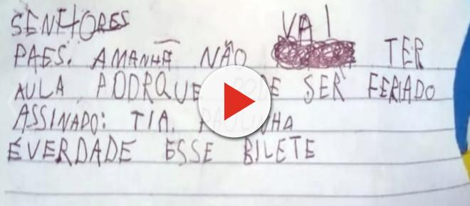Menino de 5 anos faz bilhetinho em nome da professora avisando à mãe que não teria aula