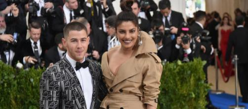 Nick Jonas y Priyanka Chopra se comprometieron mediante la tradición india