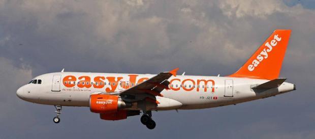 EasyJet lascia a terra i passeggeri che non hanno pagato supplemento per scelta posto