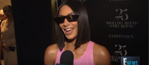Kim Kardashian [Imagem via YouTube/ ENews]
