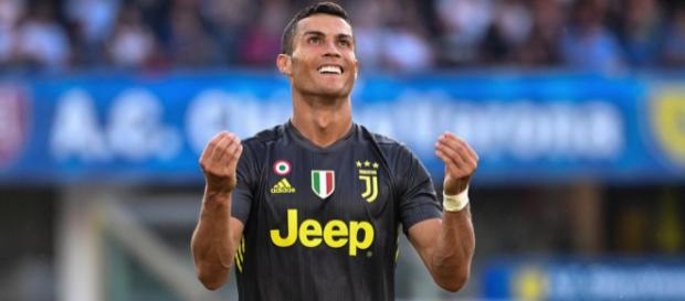 "Selon Dino Zoff, un ancien joueur de la Juventus, Cristiano Ronaldo rend la Juventus ""supérieure"" au Real Madrid"