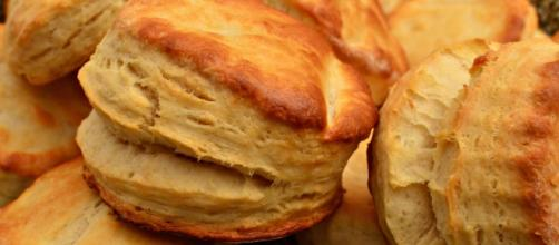 Buttermilk Biscuits. [Image Source: jeffreyw - Wikimedia Commons]