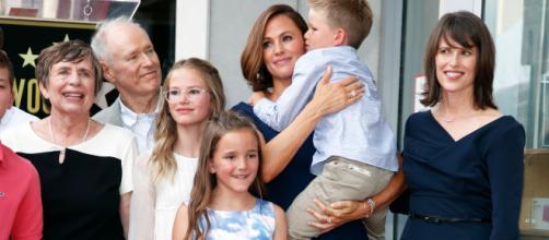 Jennifer Garner, in rare turn, brings kids to Walk of Fame ceremony - (Image via usatoday/Twitter)