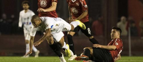 Sánchez esteve em campo na partida contra o Independiente