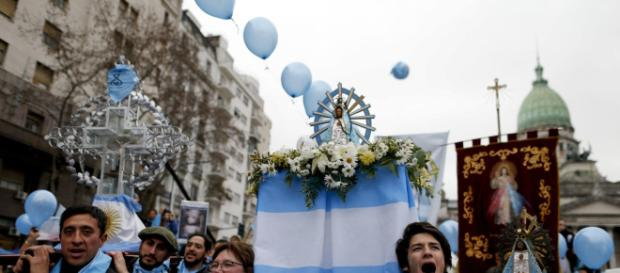El Senado de Argentina rechaza una histórica ley del aborto