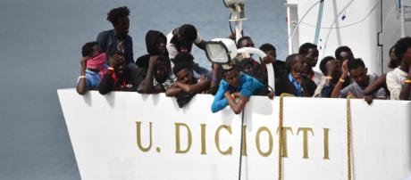 Migranti, emergenza Diciotti: nessun accordo al vertice di Bruxelles, le associazioni del Tavolo Asilo contro il l'Esecutivo italiano