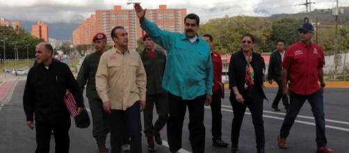 Oposición manifiesta en contra de las medidas establecidas por Nicolás Maduro