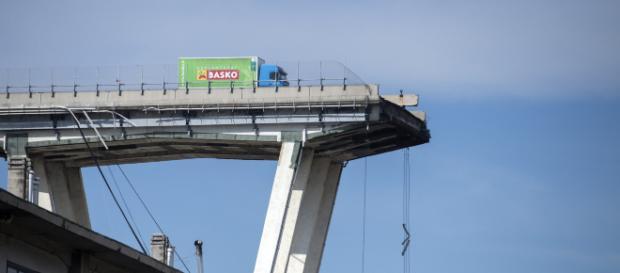 Crollo ponte Morandi, Toti: entro cinque giorni il piano per il suo abbattimento
