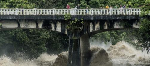HAWAII/ decretan el estado de emergencia debido a que el huracán Lain causa catástrofes