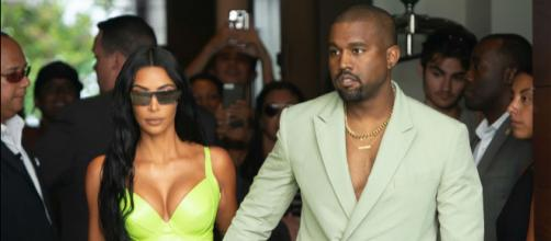 Kanye rolls into wedding looking like mental hospital escapee - (Image via nypost/Twitter)