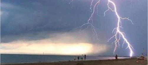 Salento, fulmine in spiaggia: tredicenne grave - Il Mattino.it