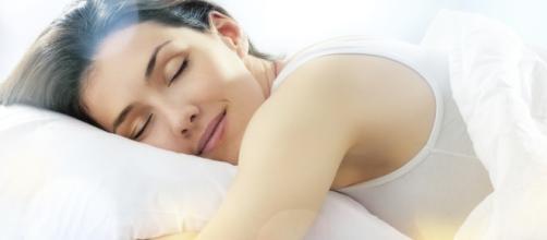 Studi hanno dimostrato che dormire male e poco aumenta la massa grassa