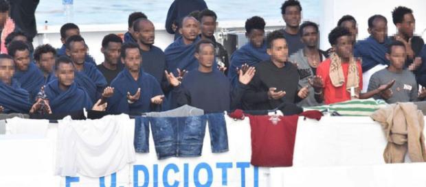 Sbarcate 16 persone dalla Diciotti per motivi di salute, oggi manifestazione antirazzista.