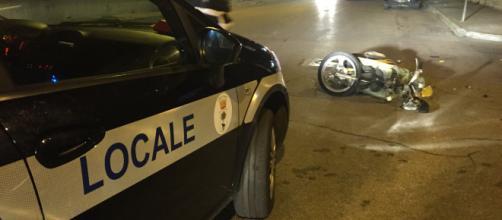 Domenica di sangue a Baia Domizia: uomo perde il controllo dello scooter e muore