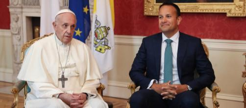 El papa admite en Irlanda el fracaso de la Iglesia ante los abusos