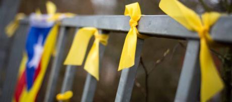 Lazos amarillos: un problema que enfrenta a la población catalana