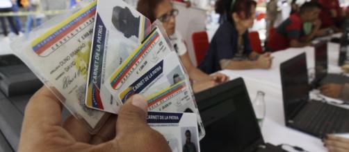 """El régimen utiliza el """"carnet de la patria"""" como instrumento de control político"""