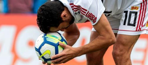 Nenê, artilheiro da equipe com oito gols, não enfrenta os cariocas, no domingo