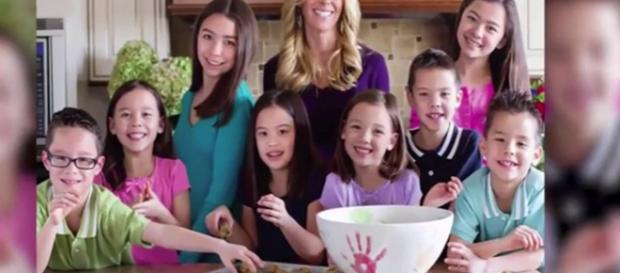 Kate Gosselin and ex-husband Jon continue to make their custody dispute public. [Image Source: usa trends - YouTube]
