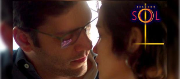 Maura beija Ionan novamente, sem conseguir controlar os sentimentos