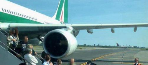 Malore a bordo aereo Alitalia, muore bambino