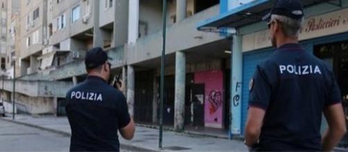 Napoli, colpi di pistola contro polizia