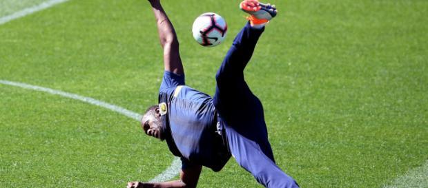Arbeitet noch an seiner Fußball-Karriere: Usain Bolt - t-online.de