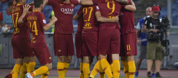 Napoli, tifoso esulta al goal della Roma e viene ferito al volto