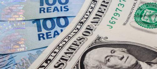 Dólar cai no final desta quarta-feira (29). Mas mercado vê ânimo.