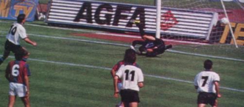 Lothar Matthaeus realizza dal dischetto il primo gol dell'Inter nel tennistico 6-0 del 1989 inflitto al Bologna
