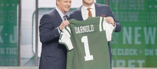 Rookie QB Sam Darnold Will Start For NY Jets In Week 1 Vs. Detroit ... -(Image via trueoldieswaxi/Twitter)