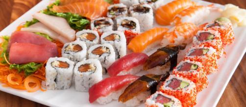 Sushi e sashimi, a base di pesce crudo, possono provocare vibriosi. A un uomo è stata amputata una mano per l'infezione batterica