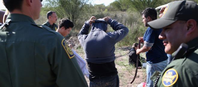 TEXAS/ Policía de inmigración arrestó a 100 trabajadores indocumentados
