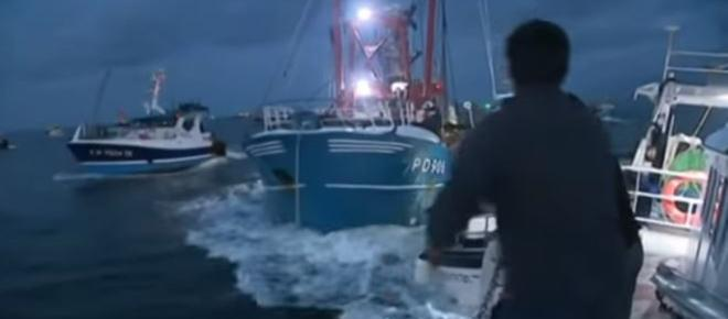 French fishermen clash violently with British scallop boat crews - row over fishing rights