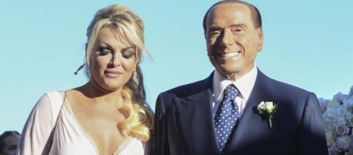 Berlusconi e la Pascale in vacanza alle Baleari