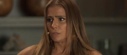 Débora Secco chama a atenção após cena de violência em novela