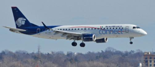 Embraer Emb190-100LR AeroMexico Connect landing at JFK Airport, New York. [Image courtesy – Alan Wilson, Wikimedia Commons]