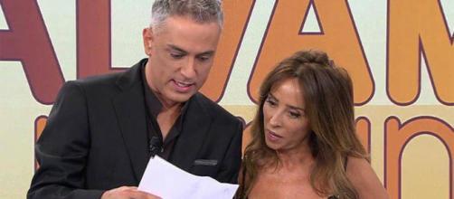 Kiko Hernández entrega notificación de la Audiencia Provincial de Madrid a María Patiño