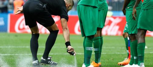 La FIFA contra las cuerdas por el juicio del spray evanescente