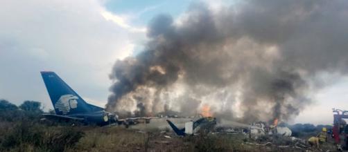 Un avión de pasajeros se estrella en el norte de México con 101 personas a bordo