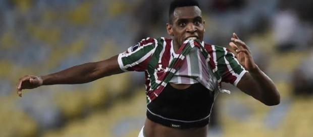 Em seu 100º jogo com a camisa do Fluminense, Digão abre o caminho para a vitória de 2 a 0 sobre o Defensor (Foto: André Durão)