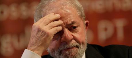 TSE marca sessão extraordinária para analisar participação de Lula na TV