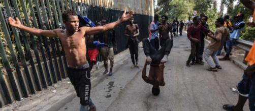 2 de 10 inmigrantes marroquíes fueron detenidos por el salto a la valla de Ceuta