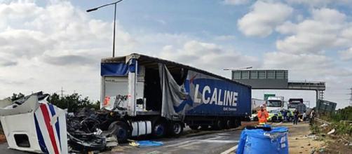 UK, automobilisti bloccati in autostrada dopo incidente: IKEA apre le porte ed offre letti