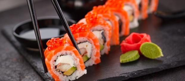 Mano amputata dopo aver consumato sushi: colpa di un'infezione l'accaduto choc