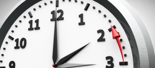 Commissione europea pronta a proporre l'abolizione del cambio tra ora legale e solare